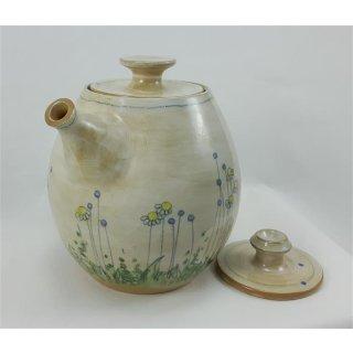 Handgetöpferte Teekanne im Blumenmuster